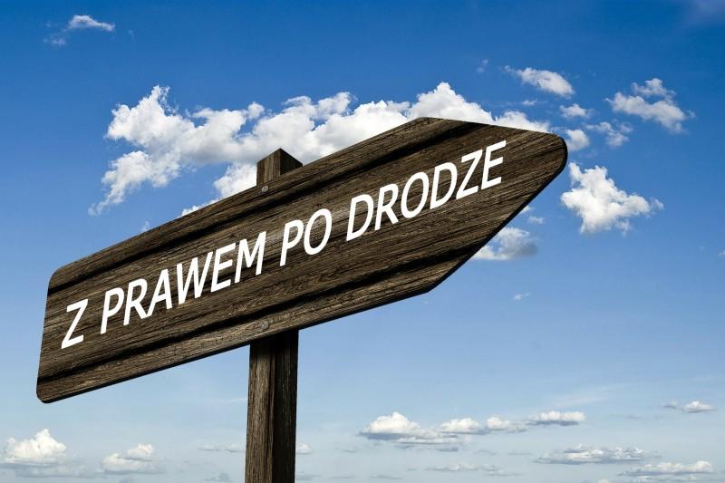 Z_PRAWEM_PO_DRODZE