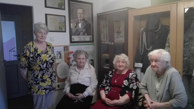 Od lewej stoi Wanda Jankowska , siedzą: Danuta Maniów, Nina Brzezińska i Krystyna Abramowicz