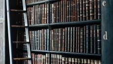 bookshelf-1082309_1920