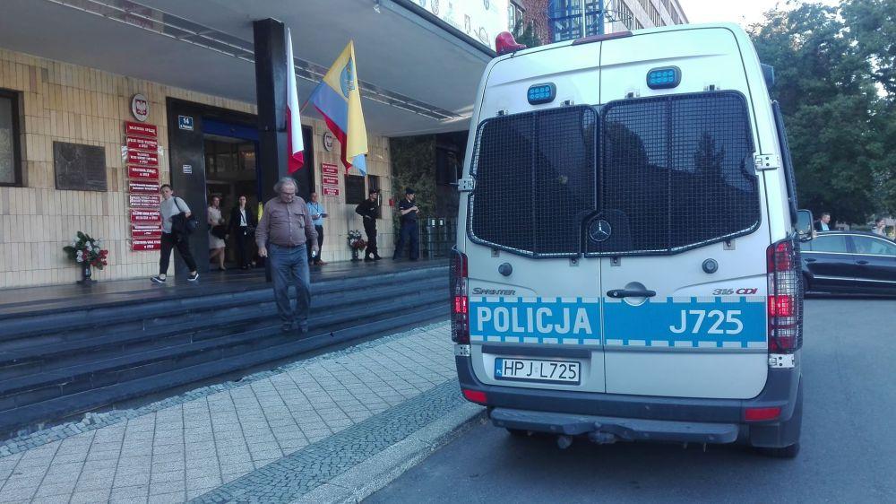 0912_ewakuacja_urząd_wojewódzki_opole_policja