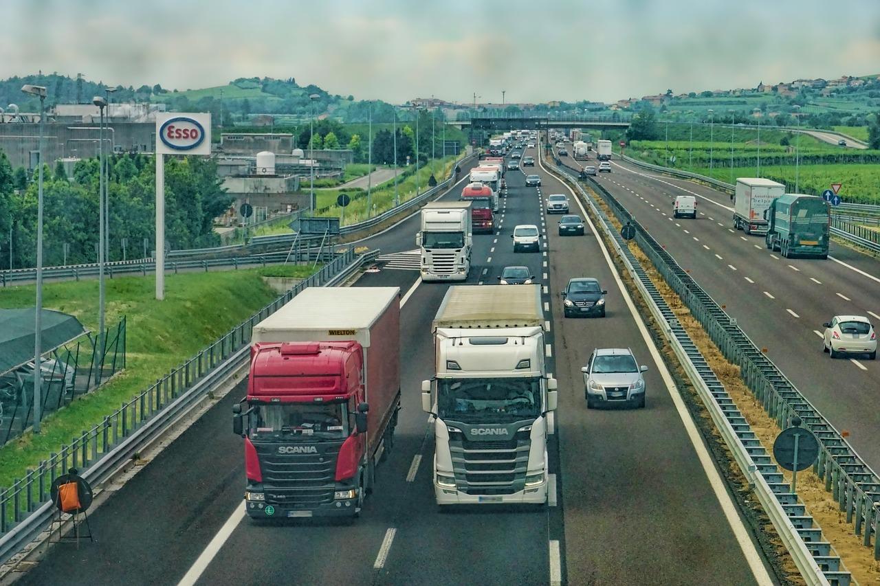 autostrada_ciężarówka_transport_droga