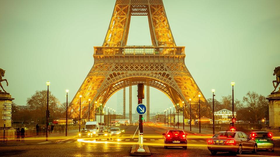wieża-eiffla-paryż