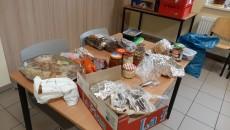 1227_jedzenie_bezdomni_mops