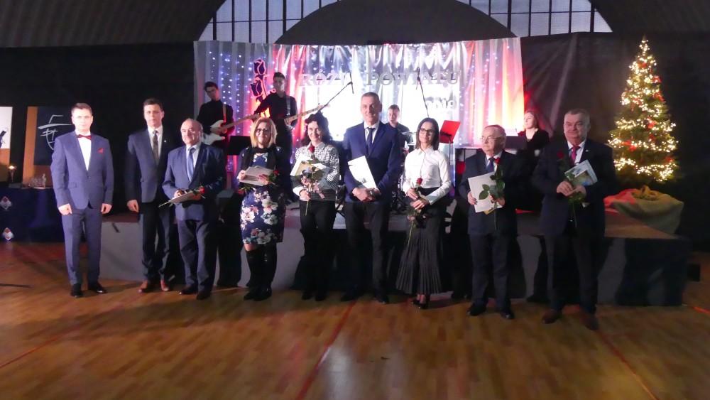 0114_roze róże powiatu oleskiego gala nagroda (1)