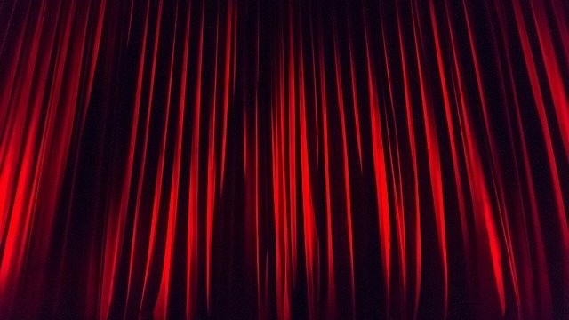 teatr scena kurtyna