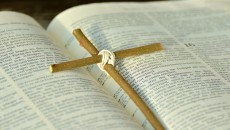 biblia_krzyż_triduum_wielkanoc_post_pismo_święte