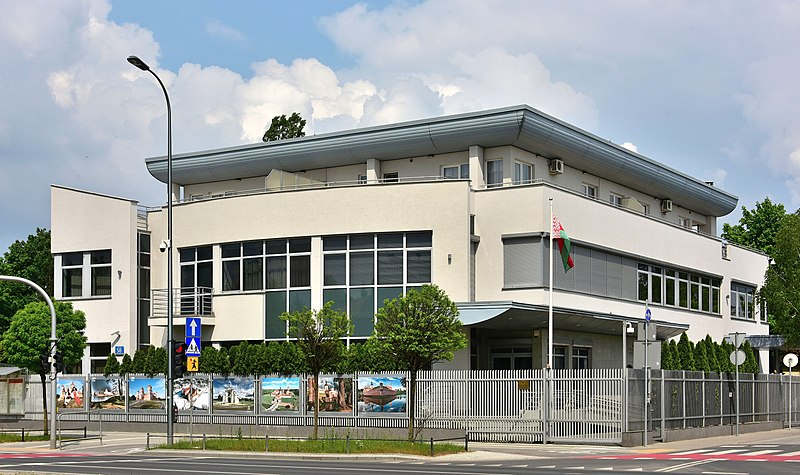 800px-Ambasada_Białorusi_w_Warszawie_ul._Wiertnicza_58